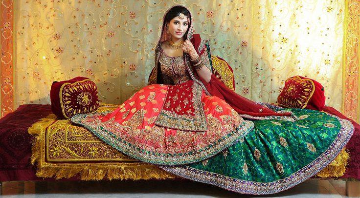 Свадебное сари из Индии, индийская свадьба и ее традиции.. обо всем этом читайте здесь: http://indiastyle.ru/articles/traditsionnoe-svadebnoe-sari