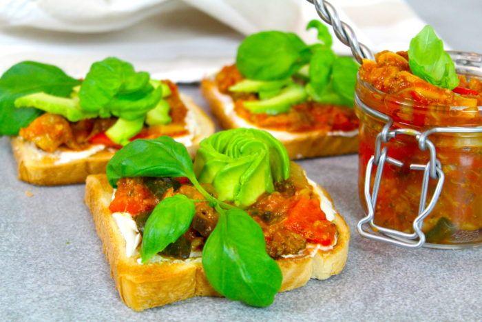 En smakrik grönsaksröra som har fått puttra länge på spisen! Perfekt att ha på mackan, laga en lasagne och ha grönsaksröran istället för kött eller äta som tillbehör! Så otroligt...