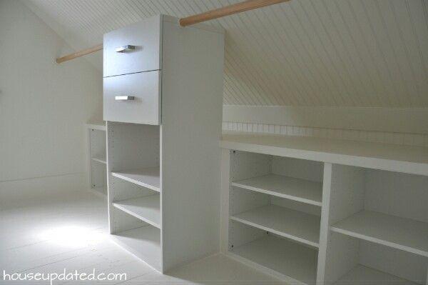 Closet, attic, crawlspace. Doubled layout, shelves behind the clothes hangers to make sure all space is used up // förvaring i dubbla lager, hänga kläder framför förvaringshyllor