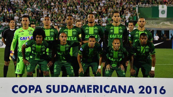 Un avion transportant une équipe de football brésilienne s'écrase en Colombie         Un avion qui transportait l'équipe brésilienne ...