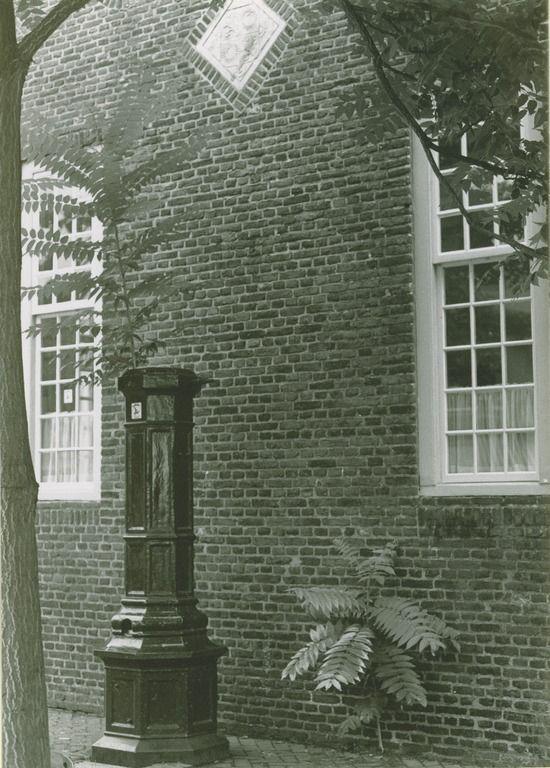 De oude dorpspomp aan het dorpsplein...Son en Breugel - 1990 - 1991