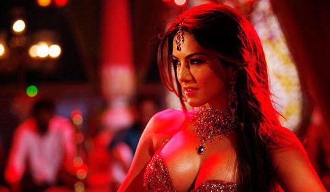 """#SunnyLeone """"Pink Lips"""" Song Lyrics from #HindiMovie #HateStory2.... #PinkLips #HindiSongsLyrics"""