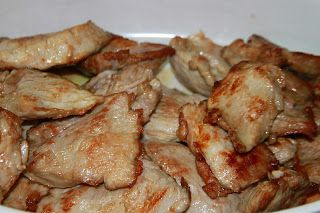 Otra riquísima manera de preparar los solomillos, este plato resulta apetitoso, es de los que entran por los ojos con esa salsita densa... ...