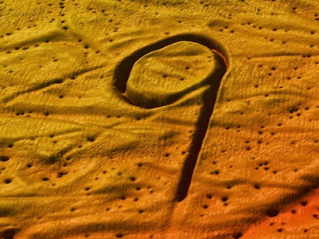 Mysterious 1000 meter long '9' found on the bottom of the Barents Sea, Norway - Sept 27, 2013 Seabed Researchers have found several strange shapes on the bottom of the Barents Sea, North of Norway...