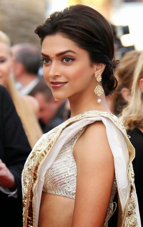 Deepika Padukone's Super Sexy look in Saree...