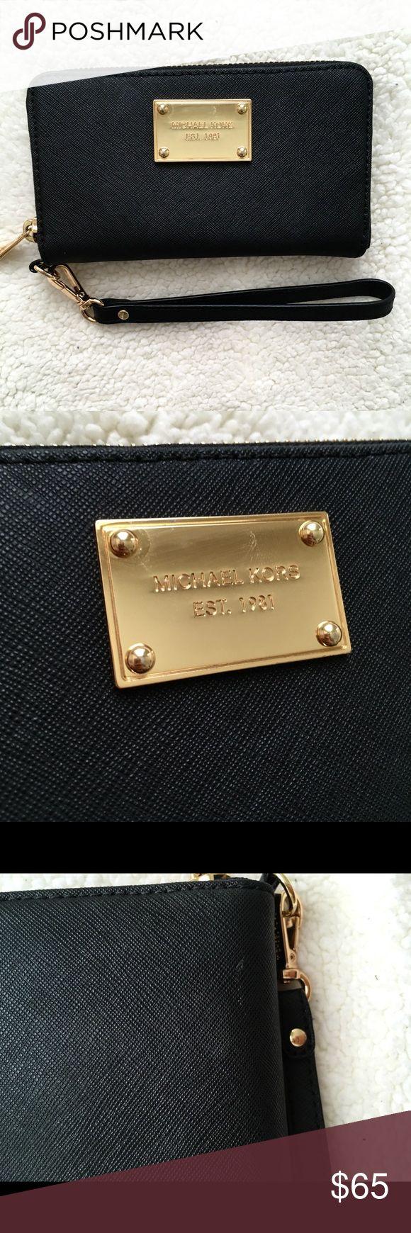 Michael Kors Wristlet Classic wristlet. Minor signs of wear. Beautiful! Michael Kors Bags Clutches & Wristlets