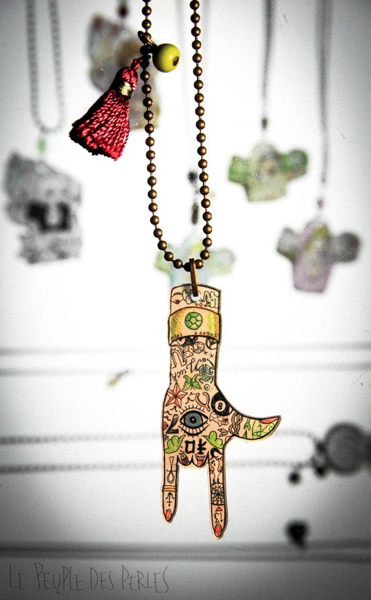 Pendentifs dessin s la main sur du plastique dingue for Chiffre 7 porte bonheur