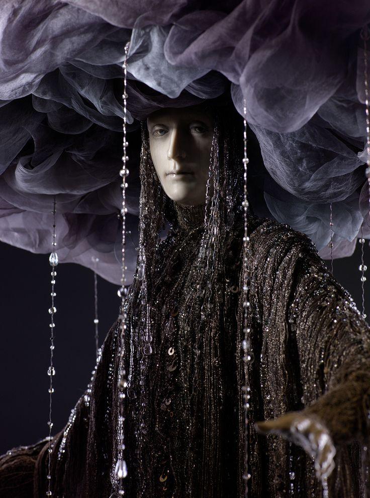 db222f582e84c5bf141b2351924b2198--rain-costume-silver-hair.jpg