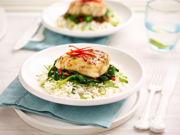 Oosterse vis met knoflookrijst en spinazie. #vis #oosters #knoflook #rijst #spinazie #bosto