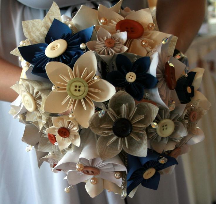 Paper Crafts: Wedding bouquet DIY. This is pretty much how I was doing my wedding bouquet.  Still love the idea <3