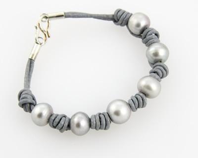 Cuero y Perlas. Tiendas online de venta al mayor y particulares. Pulseras de cuero y perlas de rio. Cordones de cuero, varios gruesos y colores.