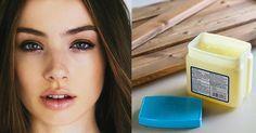 La vaselina, también conocida como jalea de petróleo, puede convertirse en el aliado perfecto de todas las mujeres. Es conocida por sus múltiples beneficios en diferentes áreas, incluida la belleza. Aquí te mostramos variosusos de este producto que puedes encontrar en cualquier farmacia abajo cost