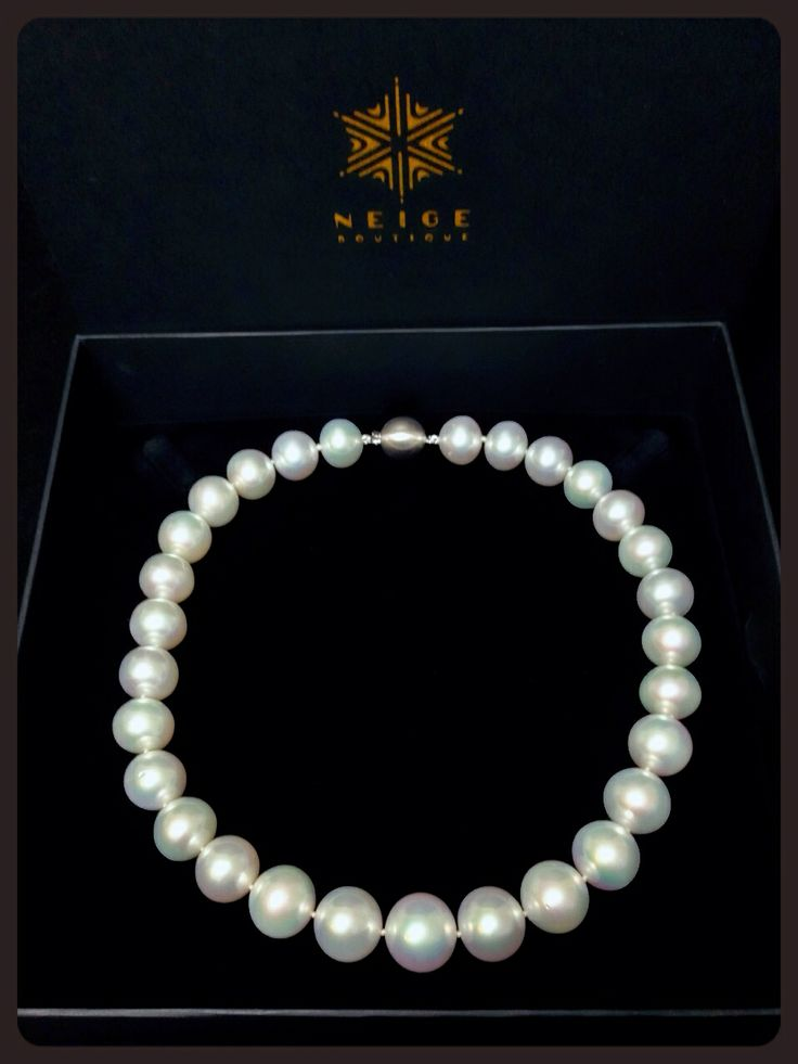 Valentine's Day present for the loved one. Australian South sea Pearl graduated choker necklace 14-16mm