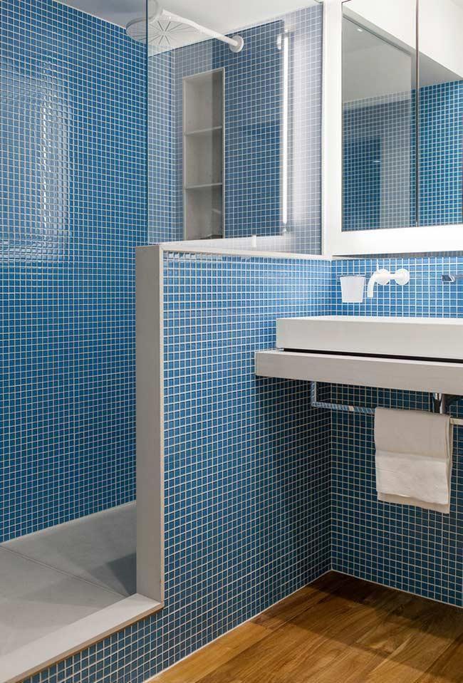 Blaues Badezimmer Ideen Und Tipps Um Die Umgebung Mit Dieser Farbe Zu Dekorieren Neu Dekoration Stile In 2020 Blaues Badezimmer Badgestaltung Kleine Badezimmer