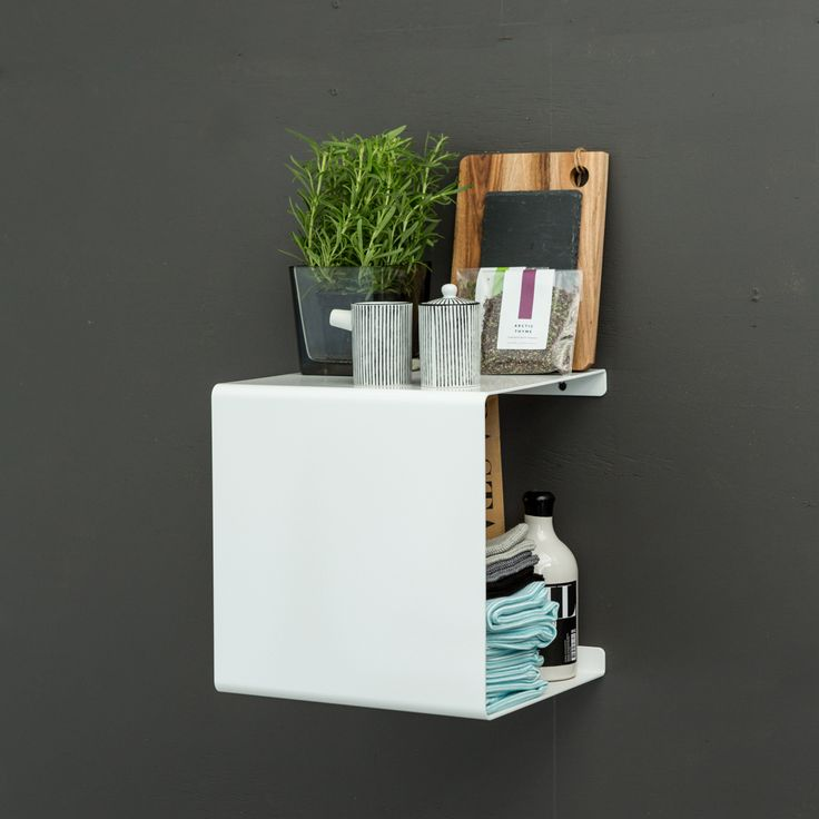 Showcase side table by Anne Linde