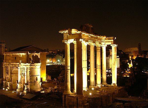 L'antica Roma nelle luci della notte.
