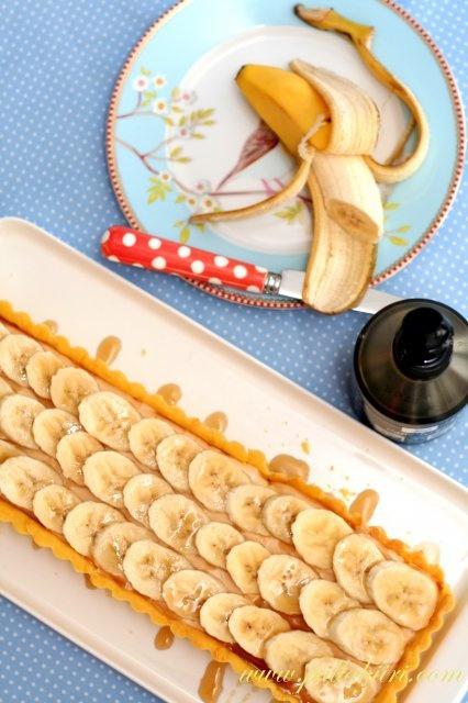 Gluteeniton banaani-toffeepiirakka