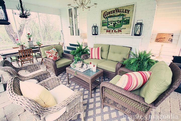 screened porch furniture arrangement