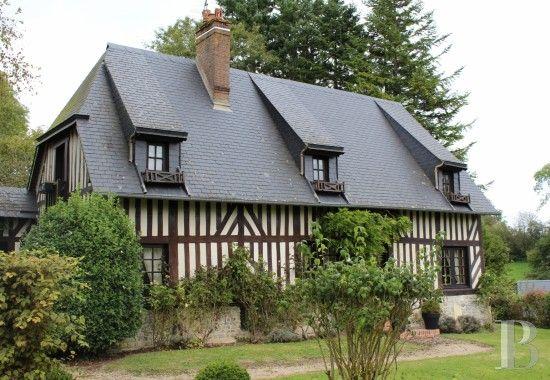 Dans le Calvados, propriété réunissant trois maisons au milieu de 6,5 hectares de prairie vallonnée - maisons de caractère à vendre - basse-normandie - Patrice Besse Châteaux et Demeures de France, agence immobilière spécialisée dans la vente de châteaux, demeures historiques et tout édifice de caractère