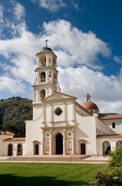 Sited at the terminus of a verdant, fledgling central quadrangle of the Thomas Aquinas College in Santa Paula, California, Our Lady of the Most Holy Trinity Chapel is the centerpiece of Thomas Aquinas College.