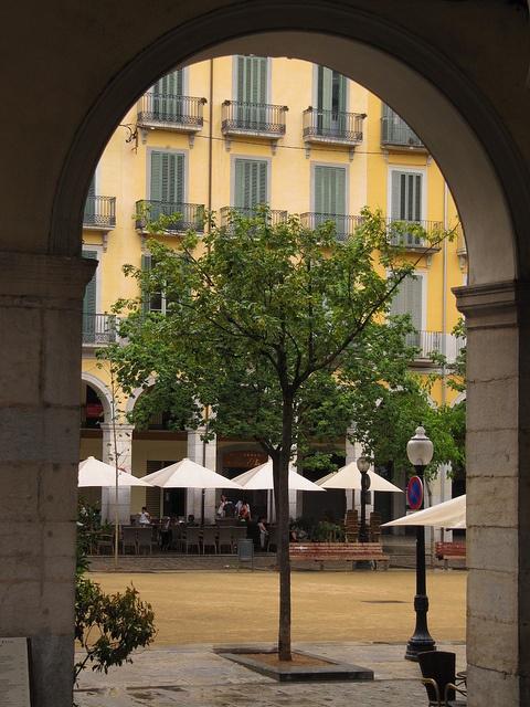 Dit is in Girona en op dit plein kwamen we heel veel want een van jony vrienden woont er om de hoek