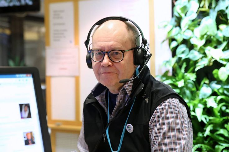 15 vuotta täyttävä Wikipedia raivasi tietosanakirjat suomalaisten hyllyistä Kierrätyskeskuksissa hukutaan tietosanakirjoihin ja niistä on tullut jopa roskiskelpoista tavaraa. Wikimedia Suomen puheenjohtaja Heikki Kastemaa.