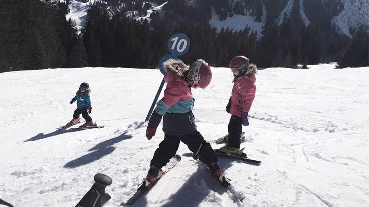 Oprustning på både legekammerater og fleksibilitet. En børnevenlig skiferie bliver et endnu større hit, hvis I rejser flere familier sammen.