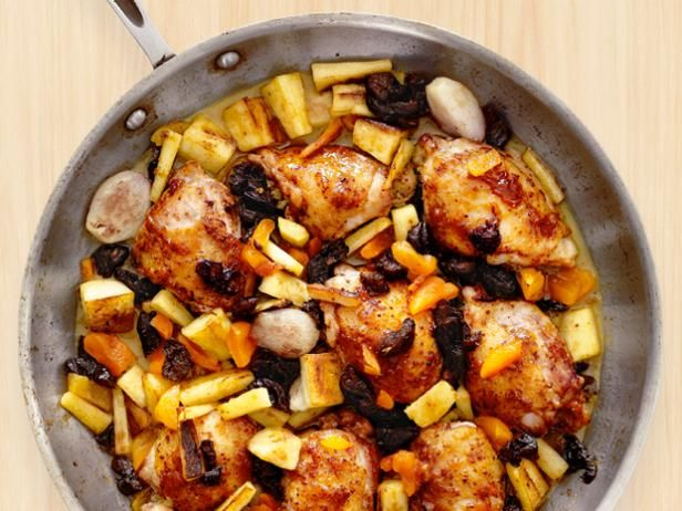 Grab your pan by the handle and mix up one of these easy skillet main dishes!: Easy Skillets, Dry Fruit, Maine Dishes, Glaze Chicken, Skillets Maine, Parsnip Recipes, Glazed Chicken, Main Dishes, Dried Fruit