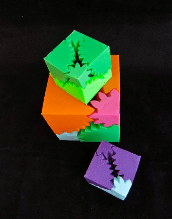 Rotating gear cube transforms from a perfect cube to an abstract explosion as you twist it! Gear heads and math nerds love em. SIZING: Small Cube