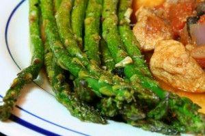 Slow-carb recipes: garlic roasted asparagus