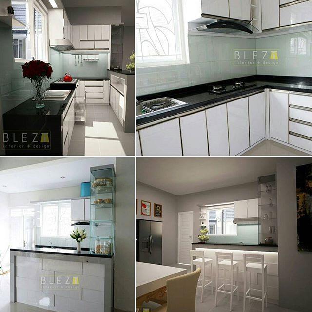 Lovely white kitchen for our lovely client @diannoviza, makasi banyak mba 😊 udah percaya sama @bleztinterior 😁😘 - 👉Desain vs Photo 👈 - Whatsapp Blezt 0816606879 - #blezt #bleztdesign #3dsmax #vray #render #granite #glassbacksplash #plywood #mydesign #izzadesign #bleztproduction #kitchensetjogja #interiordesign #homedecor #interiorjogja #yogyakartacity