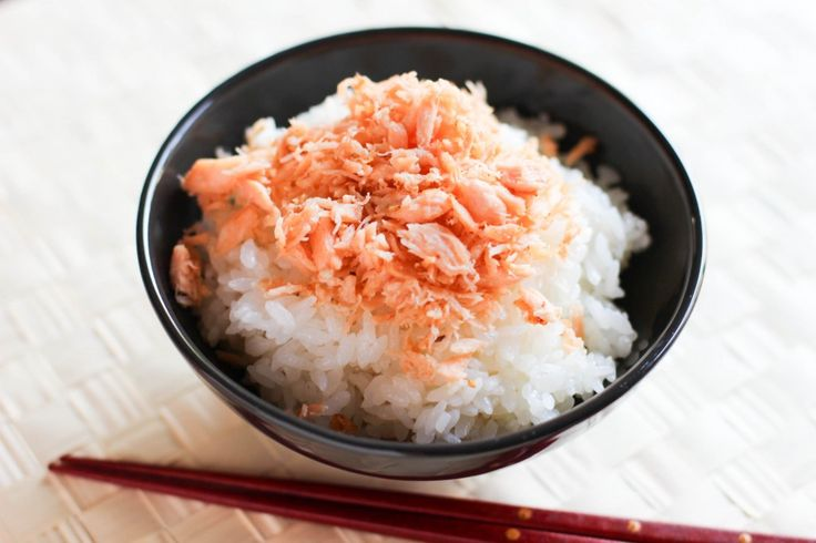 Salmon Flakes are very good as a side dish to make ahead. Although you can not really eat this as an entree, it is a very convenient and useful thing to have on hand. This seasoned, pan-dried  and moisture-reduced salmon, almost like Furikake seasoning, is perfect to sprinkle on your …</p>