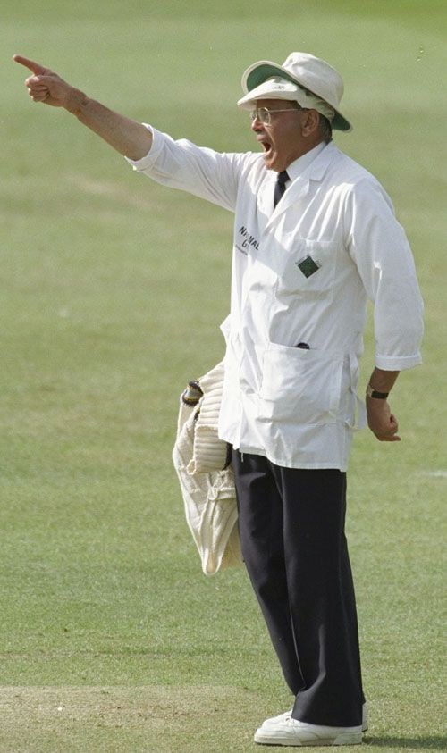 Dickie Bird gives his last decision in a Test   Cricket Photo   ESPN Cricinfo