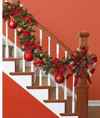 Ideas para decorar las escaleras en navidad http://comoorganizarlacasa.com/ideas-para-decorar-escaleras-en-navidad/ Ideas for decorating stairs in Christmas #Ideasparadecorarescalerasennavidad #navidad #ideasparanavidad #decoraciondeescalerasennavidad