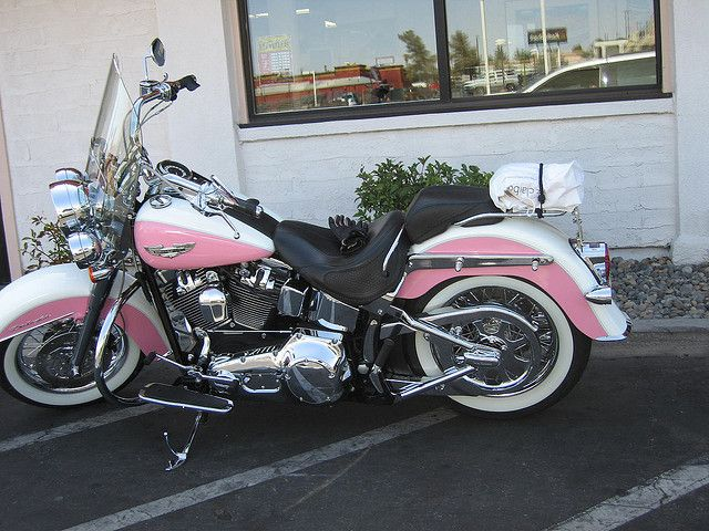 love the colors and whitewall tires on this pretty pink softail all iu0027d