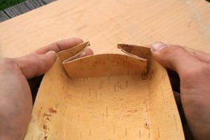 Jon's Bushcraft - How to for birch bark baskets and cylindrical birchbark containers with lids.