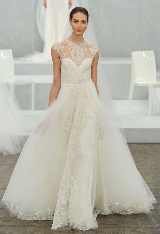 2015 Monique Lhuillier.  Tulle and lace romantic wedding dress. Absolutely gorgeous. Beautiful lace on the neckline.