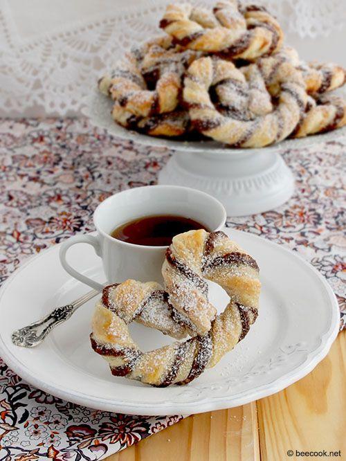 Nuss-Nougat Brezeln, брецели из слоеного теста с шоколадно-ореховой начинкой