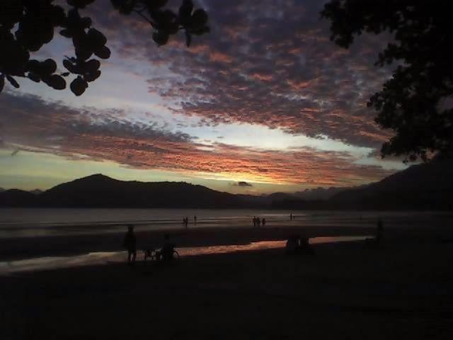 Praia da Enseada - Ubatuba Brasil  Foto enviada por: Fábio Franklin   Campanha: Eu Curto Praia Limpa