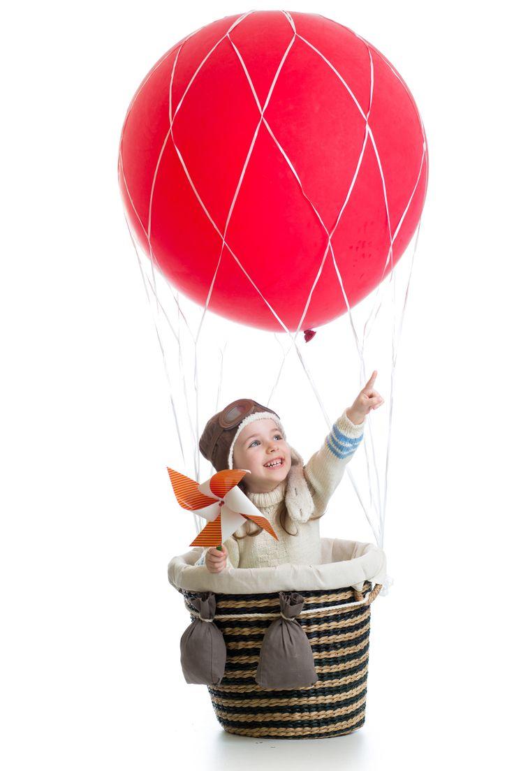 Para volar en globo pedimos que los niños puedan ver por sí solos sobre la borda de la barquilla del globo, es decir, que más de una cuestión de edad es una cuestión de altura. Desde 1,20 metros de altura ya podrían volar en globo.  Ven a #volarenglobo con #siempreenlasnubes