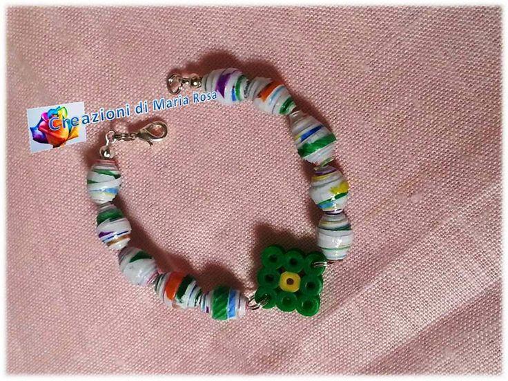 Realizzato con perline di carta e hama beads