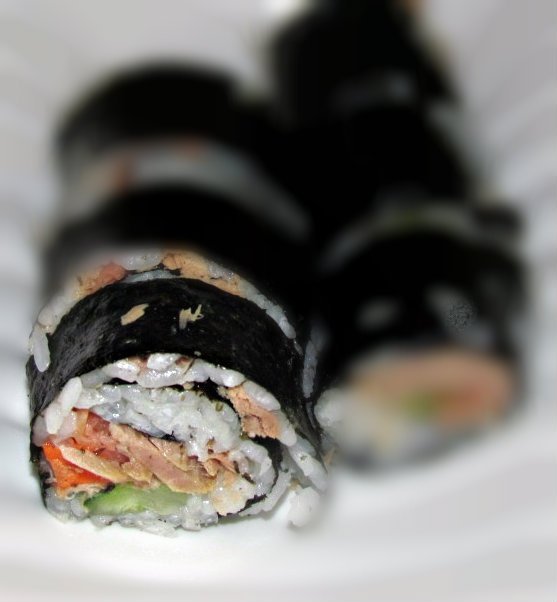 How to make a Sushi roll: Cooking Meals, Food Recipes, Diy Sushi, Make Sushi, Food Asian, Foodies Inspiration, Food Sushi, Sushi Parties, Homemade Sushi Rolls