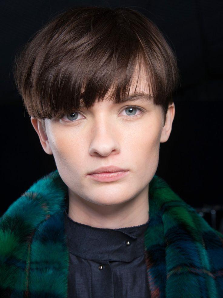 Mittlerweile gibt es glücklicherweise immer mehr Models mit kurzen Haaren auf den Runways - Lara Mullen ist nur eine davon und ihr Bubikopf steht ihr ganz hervorragend!