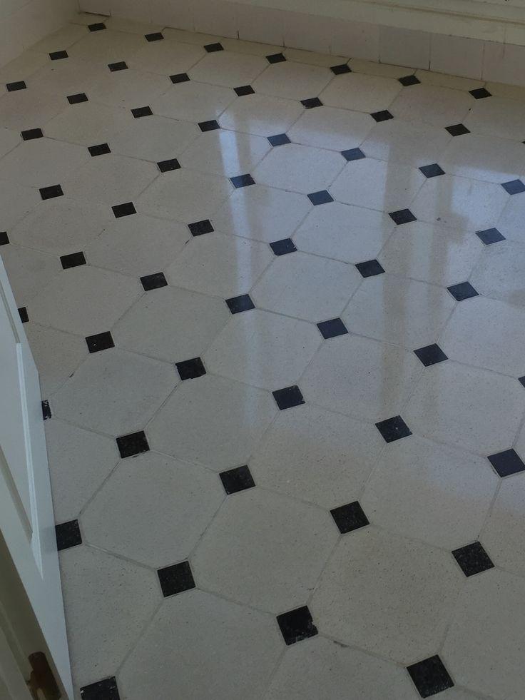 Pisos graníticos blanco y negro, damero, para los baños