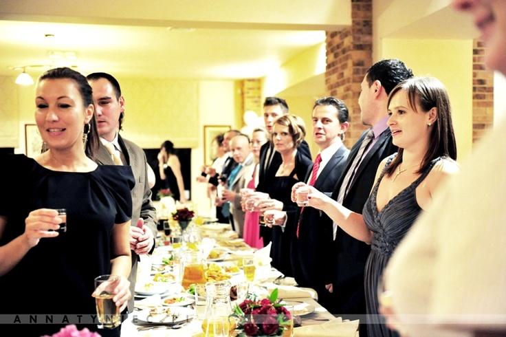 Toast weselny  Fotografia ślubna Wrocław, Anna Tyniec.  https://www.facebook.com/AnnaTyniecFotografie