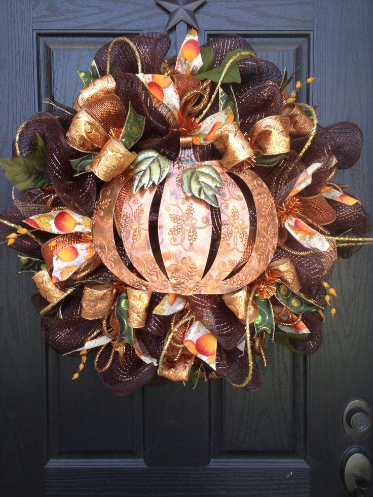 I wish this was on my door right now! Happy Harvest by Glitzy Wreaths