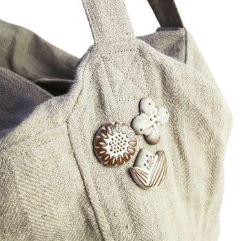 お洋服はもちろん、バッグや帽子につけても◎。優しい雰囲気を纏ったバーズワーズのブローチで、さっそくお気に入りのアイテムを可愛くアレンジしてみませんか?