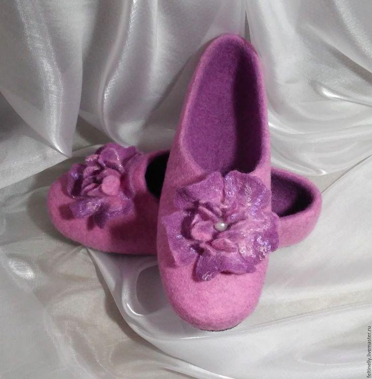 Mirabel. Felted slippers.  Тапочки, валяные из 100% шерсти, подшиты натуральной кожей. Рисунок выполнен в технике сухого валяния. Handmade.