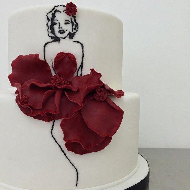 Marilyn Monroe cake by @xannybakes