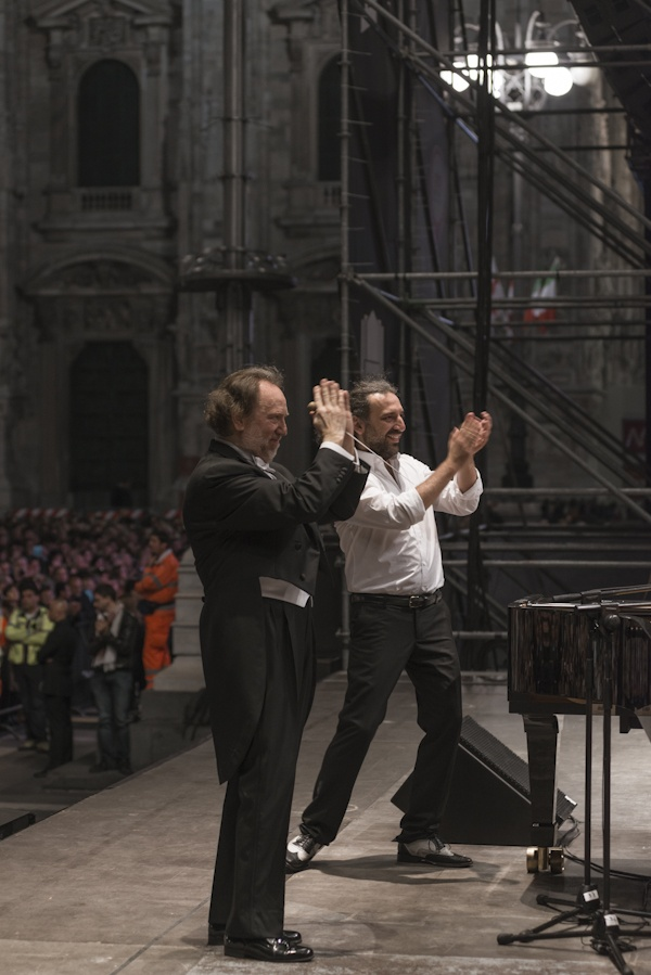 A great concert of #classical and #jazz at the 2013 #Expodays by #Expo2015 - The #FilarmonicaDellaScala free #concert in #PiazzaDuomo #Milano with conductor Riccardo Chailly and jazz pianist Stefano Bollani #ExpoMilano2015 #Gershwin © Giovanni Hänninen-Filarmonica della Scala.